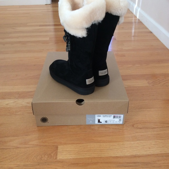 4716a086803 Ugg plumdale charm boots. NWT